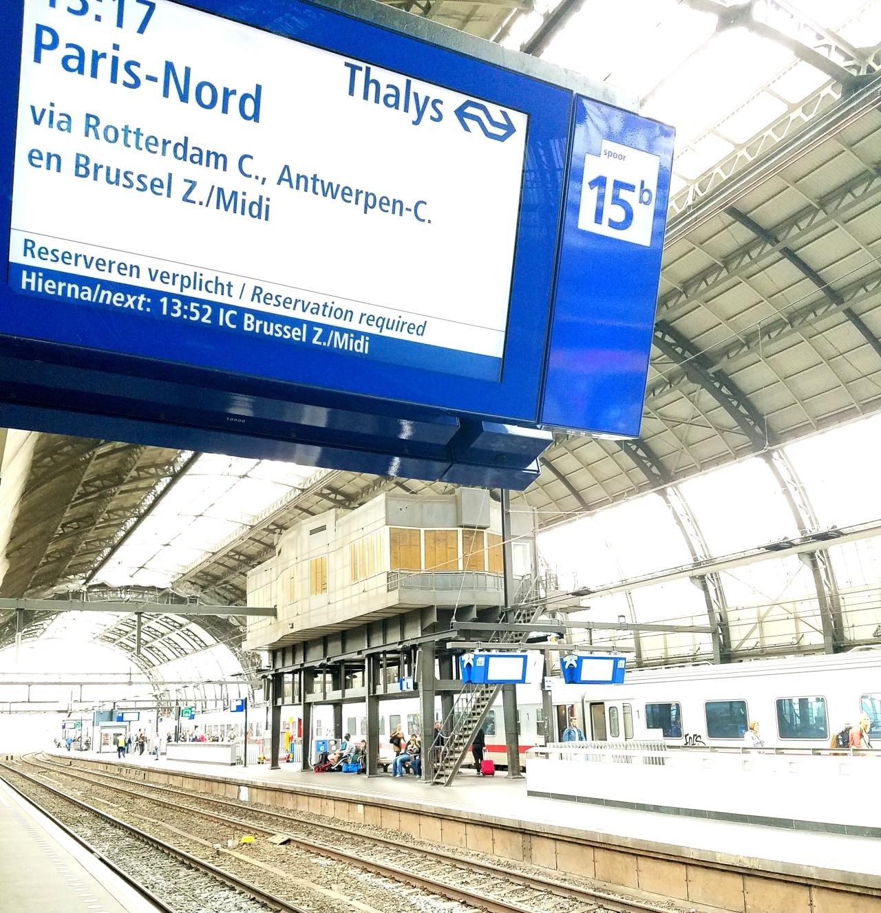Estación de tren Amsterdam-Bruselas